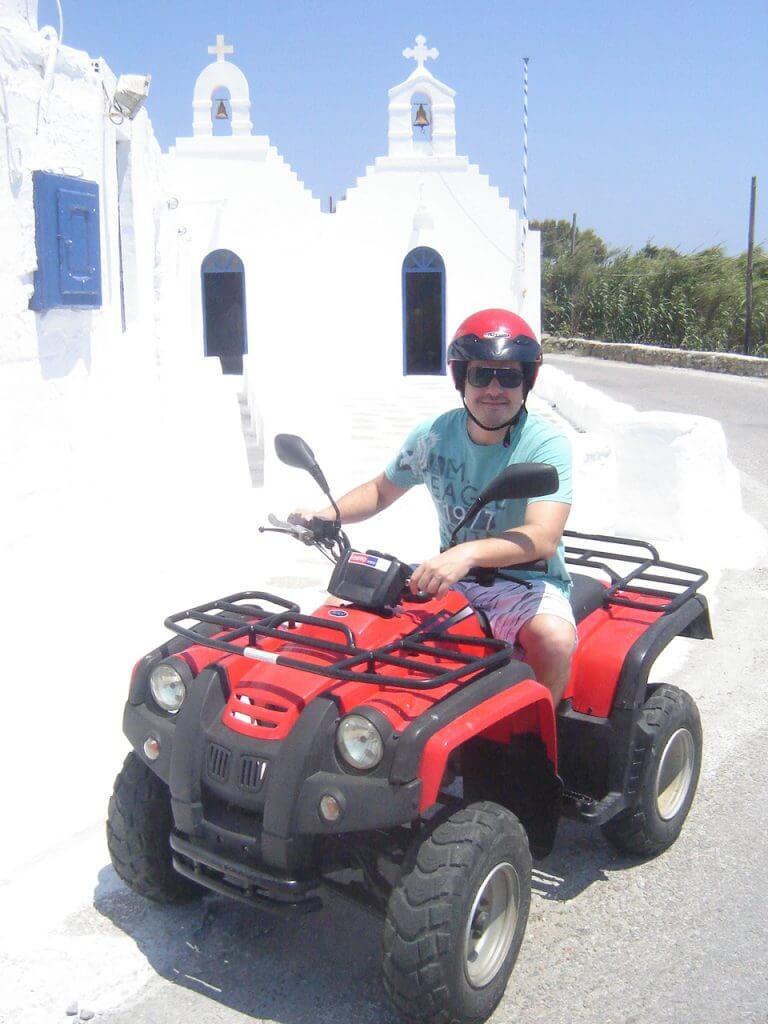 Rodando pelas estradas de Mykonos