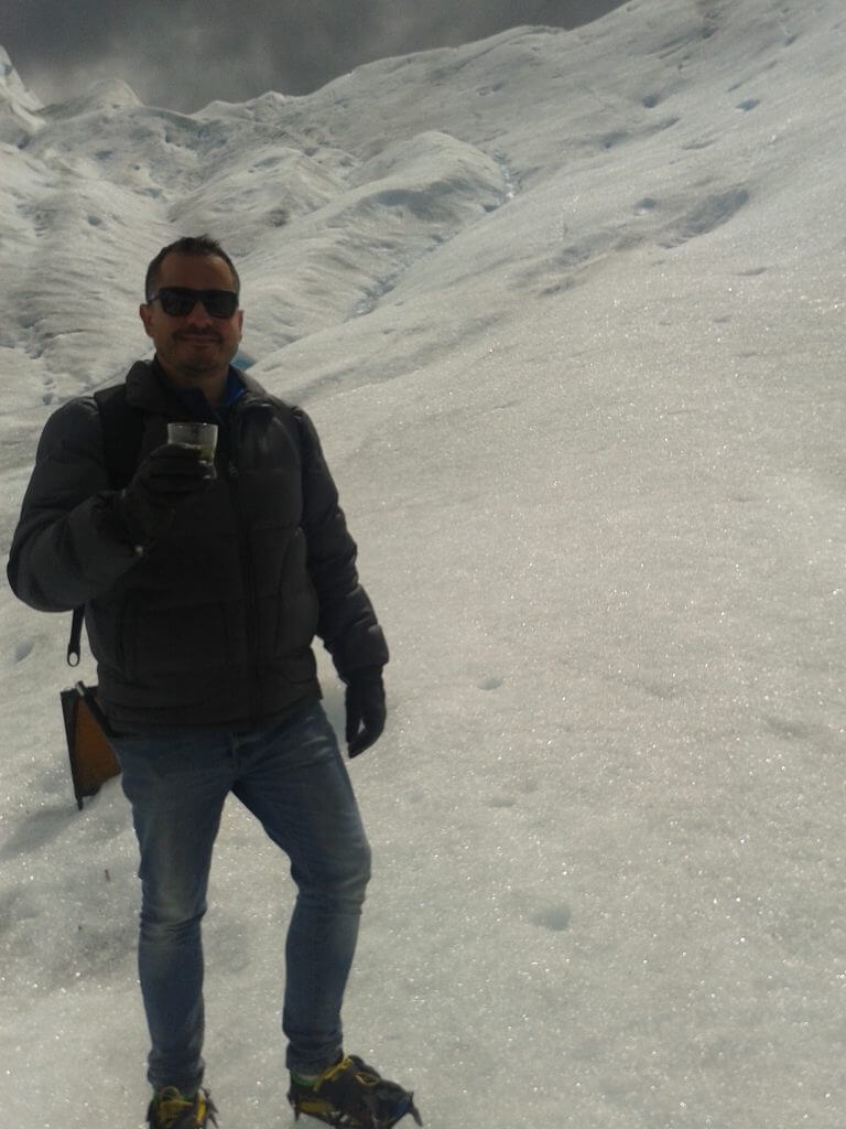Tomando um whisquinho com gelo milenar depois do trekking
