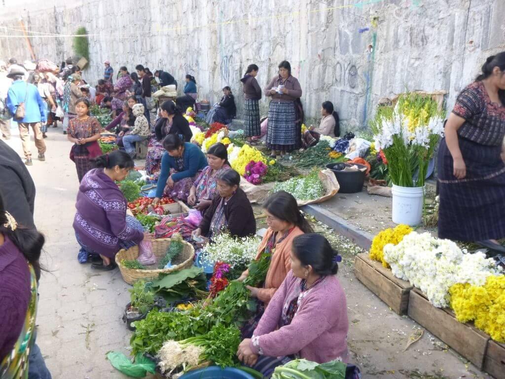 O colorido mercado de rua de Sololá