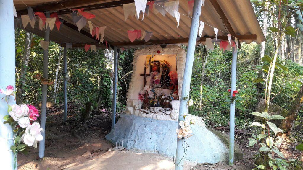 O pequeno altar improvisado no Quilombo da Caçandoca