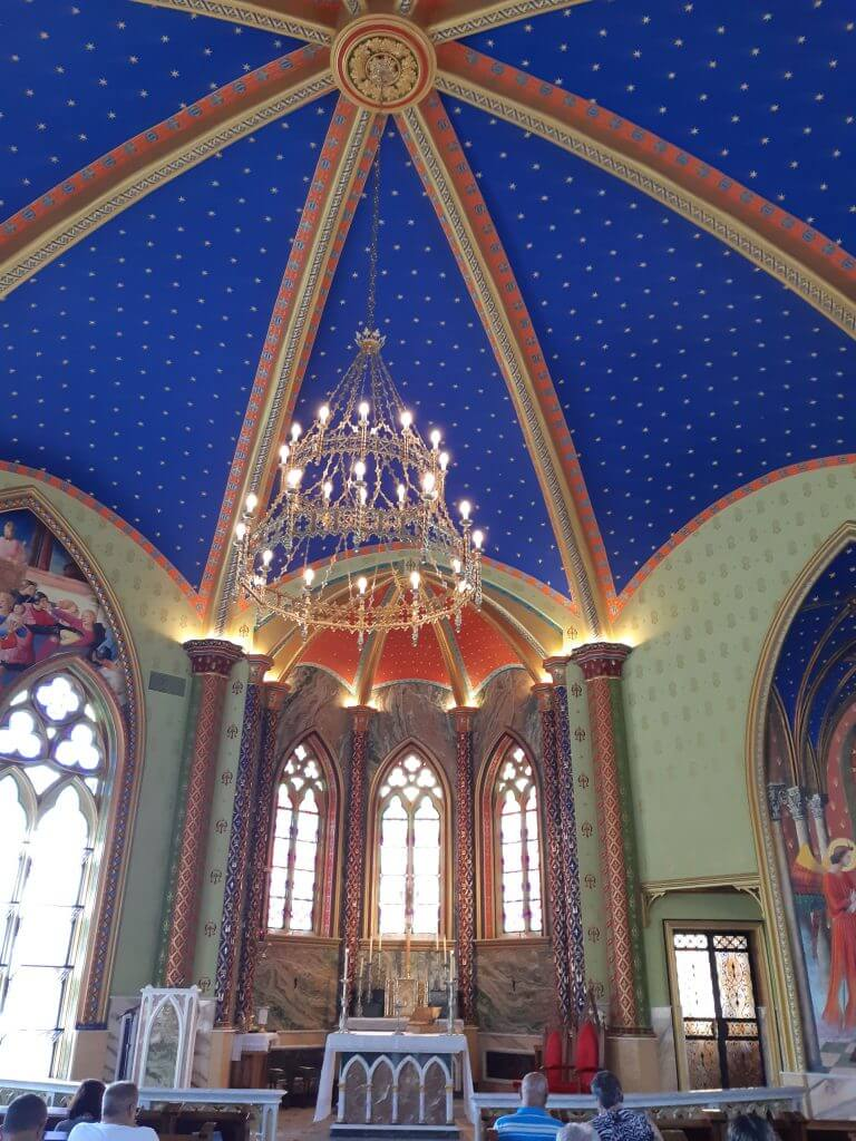 O interior da Igreja dos Arautos é rico em detalhes