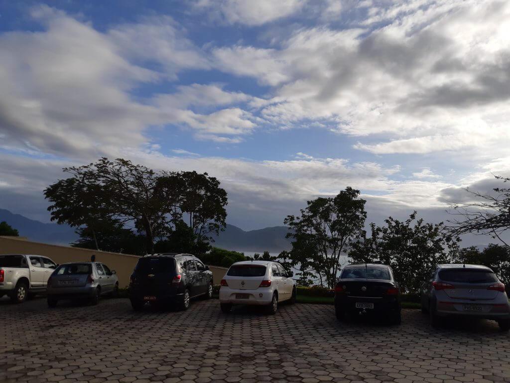 O estacionamento no Castelo dos Arautos