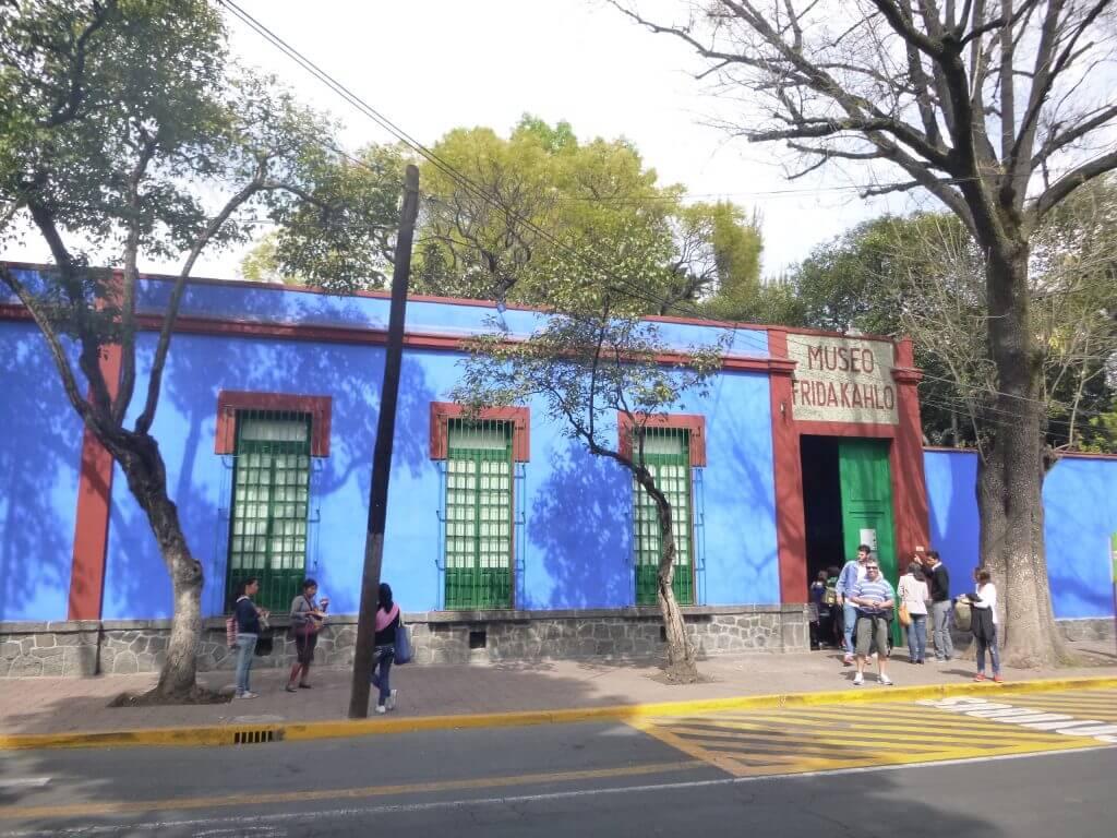 O Museu Frida Kahlo também é conhecido como La Casa Azul