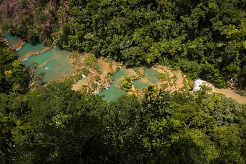As lindas piscinas naturais de Semuc Champey