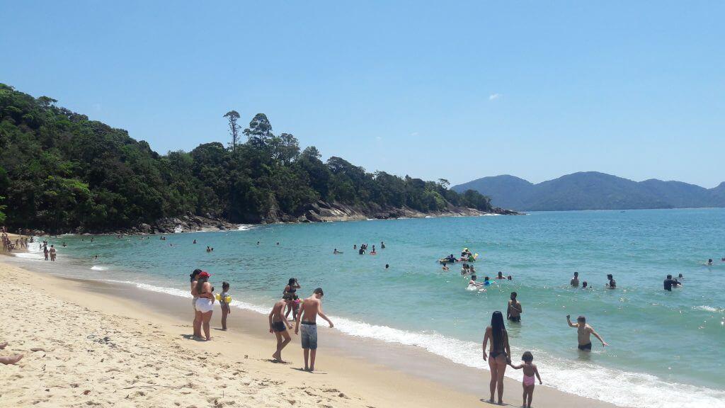 A Praia da Caçandoca num feriado prolongado