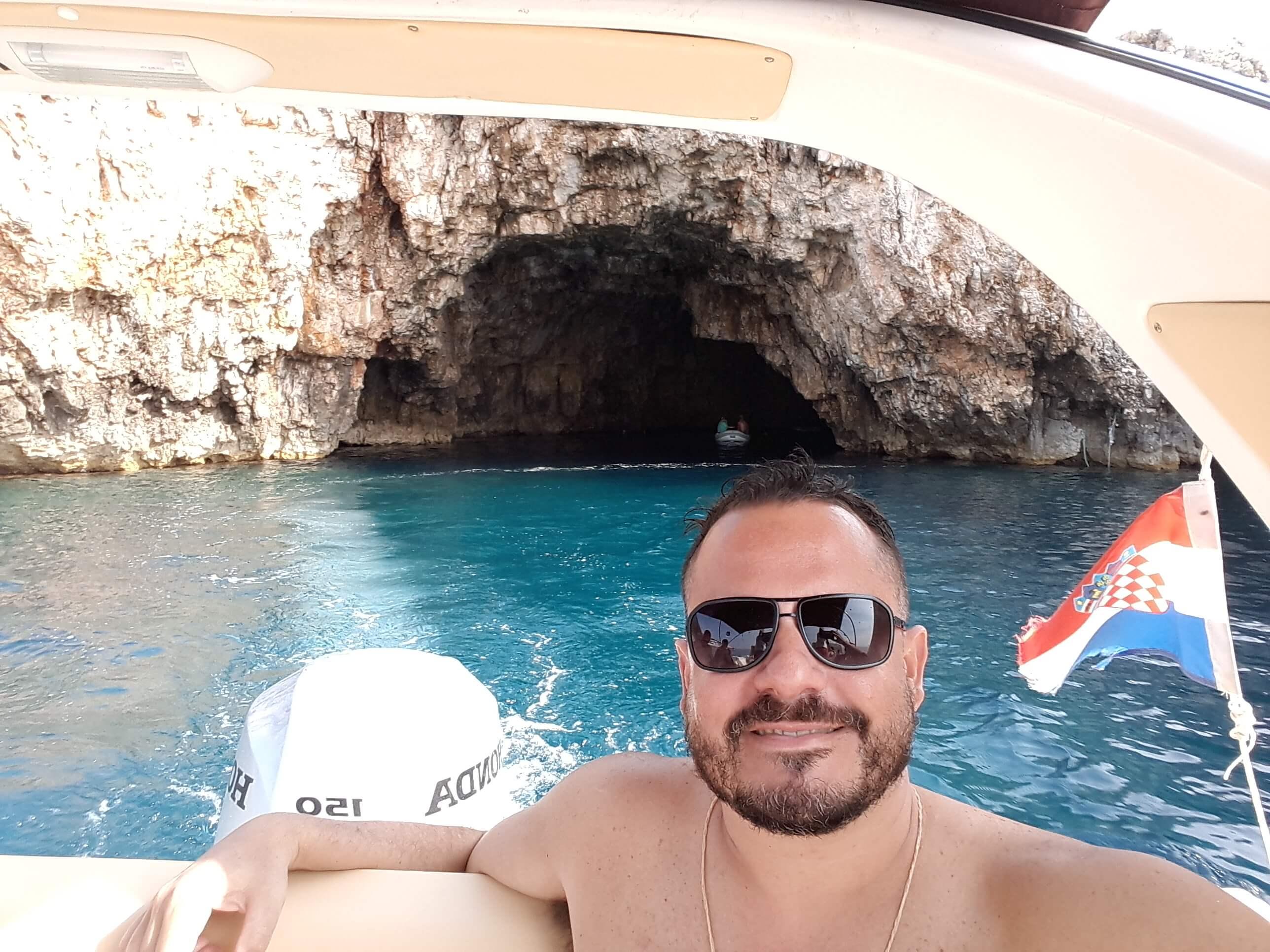 blue-cave-hvar-croacia