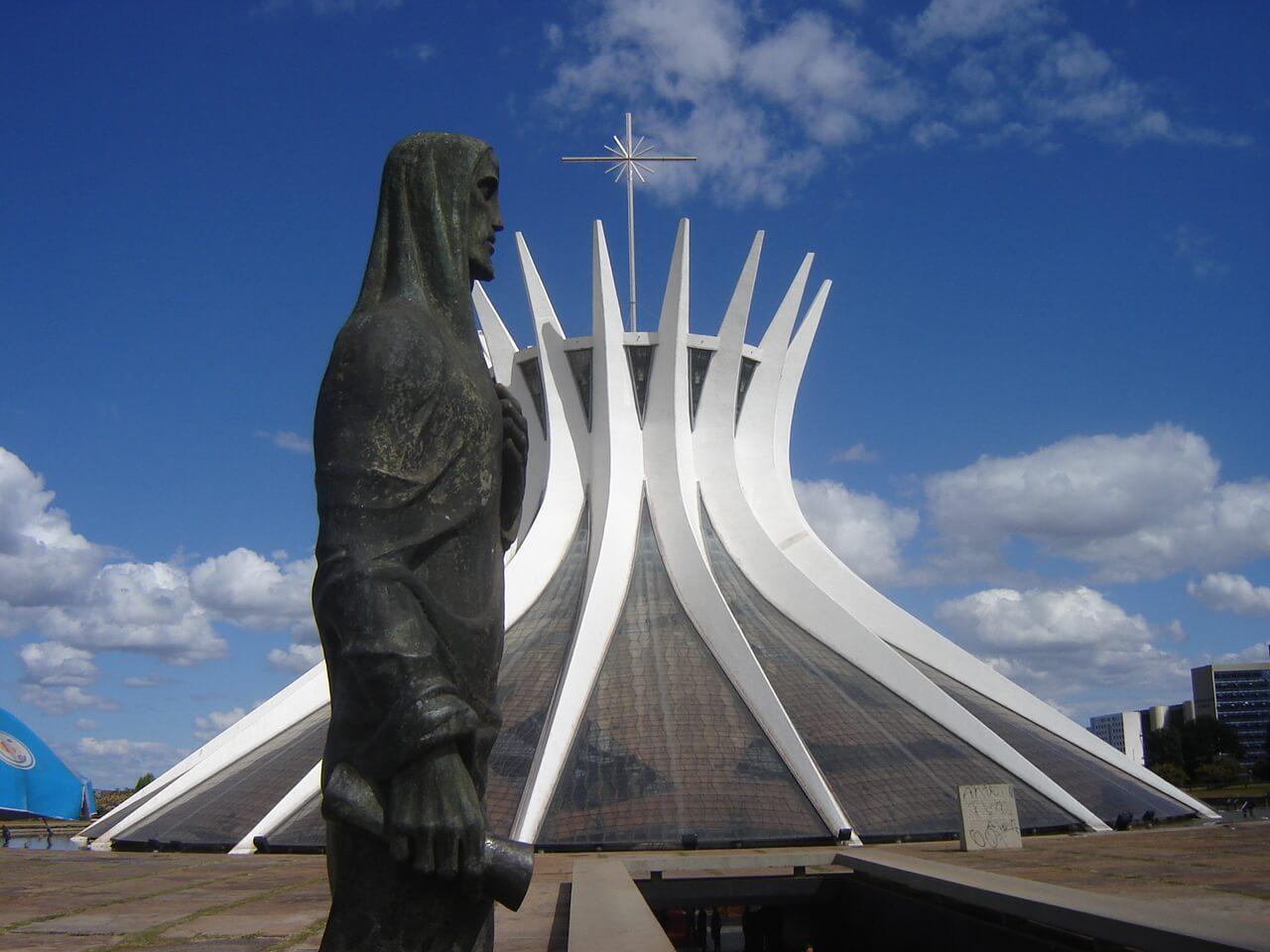 catedral-brasilia-eixo-monumental