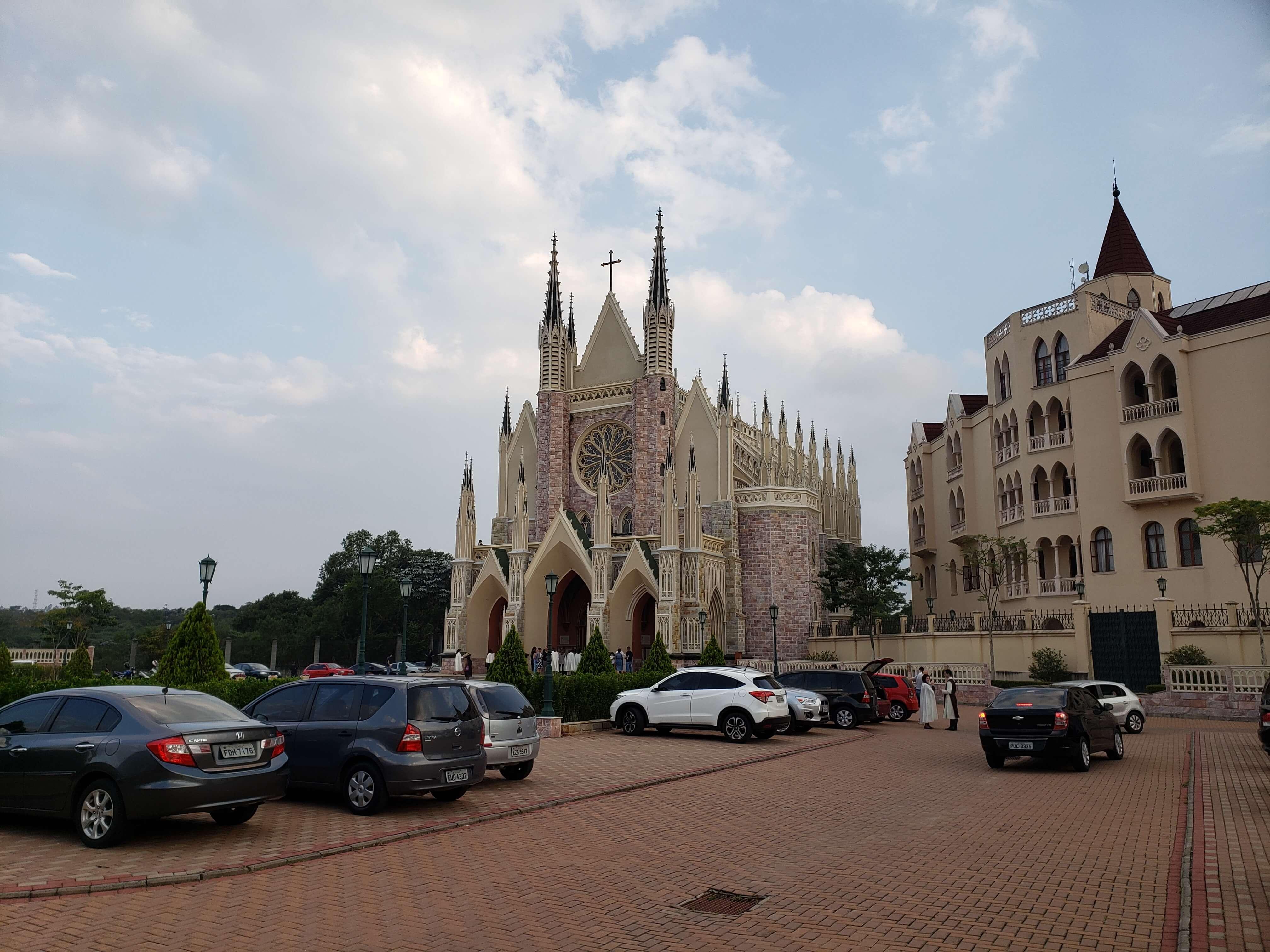 Estacionamento Igreja dos Arautos em Cotia