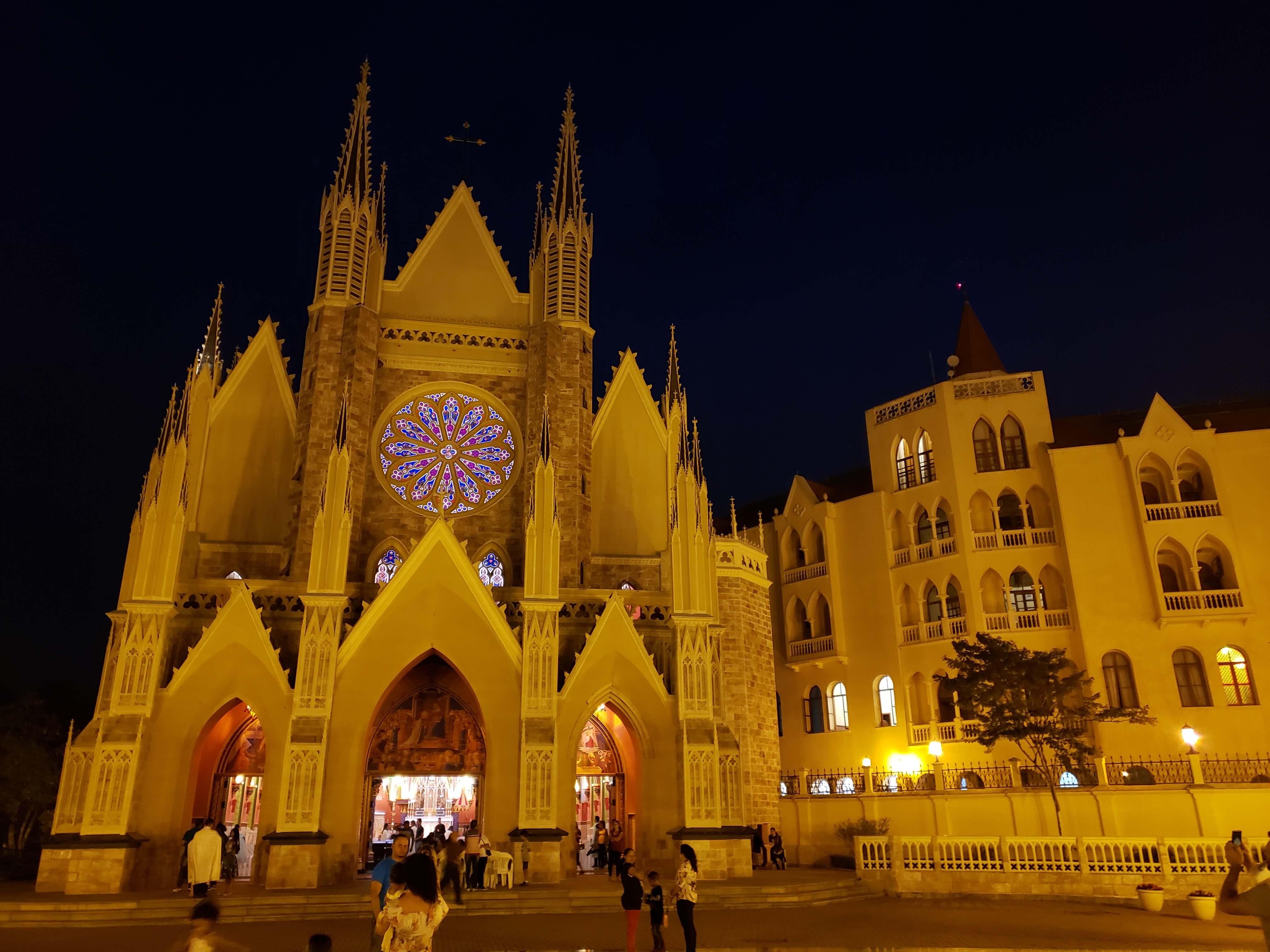 Vista noturna da Igreja
