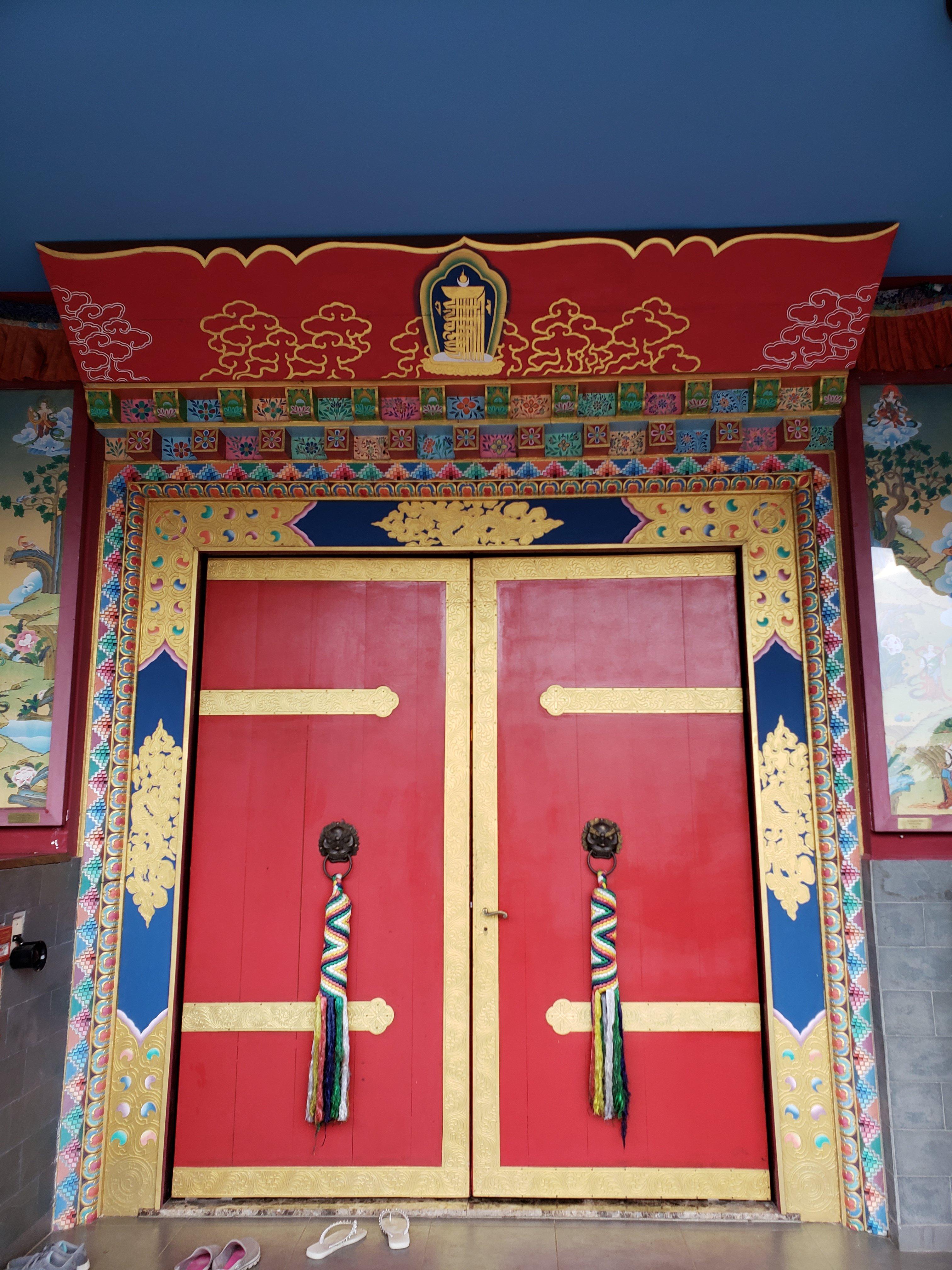 Porta principal Templo Odsal Ling
