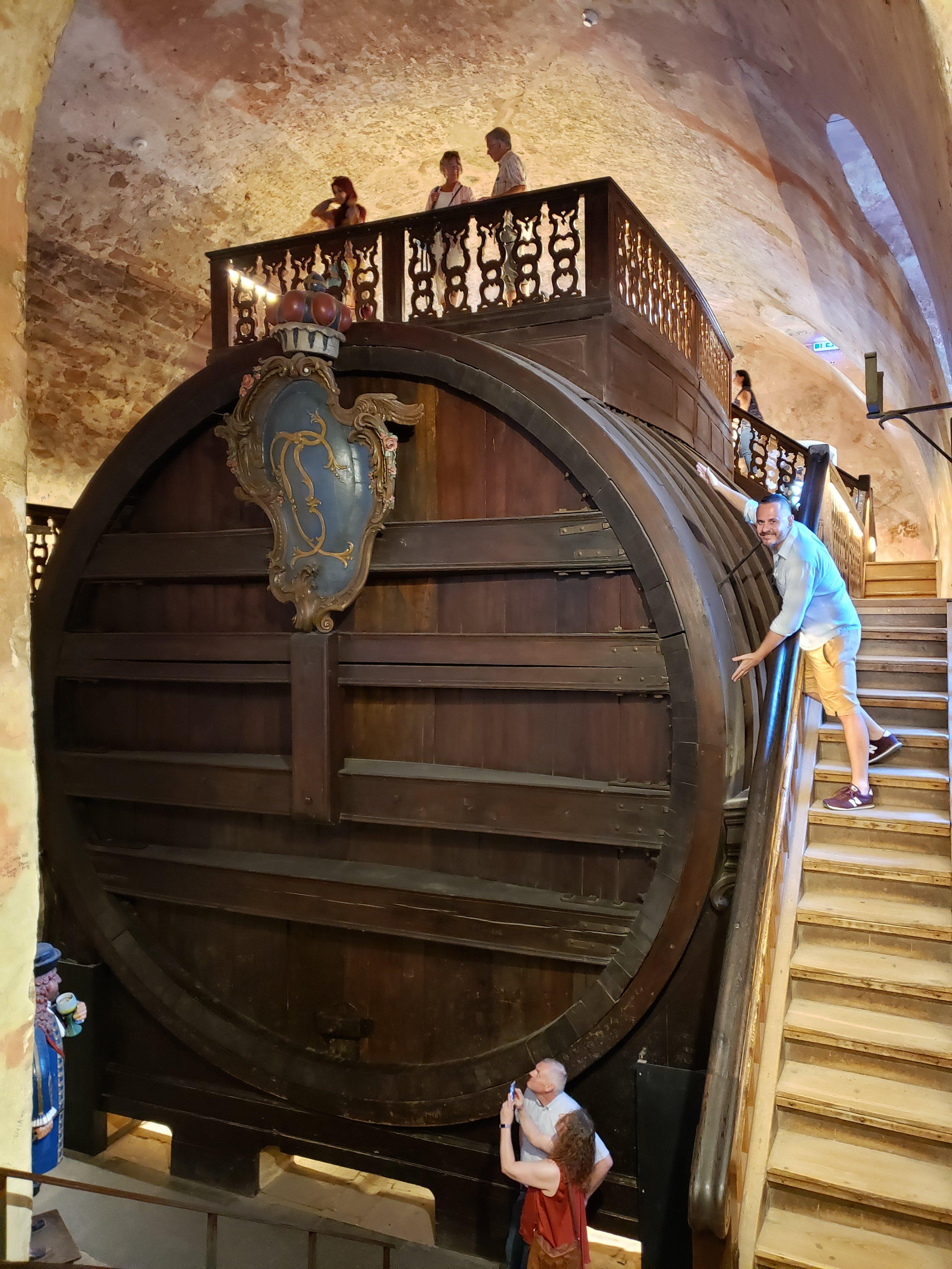 Grande barril de vinho