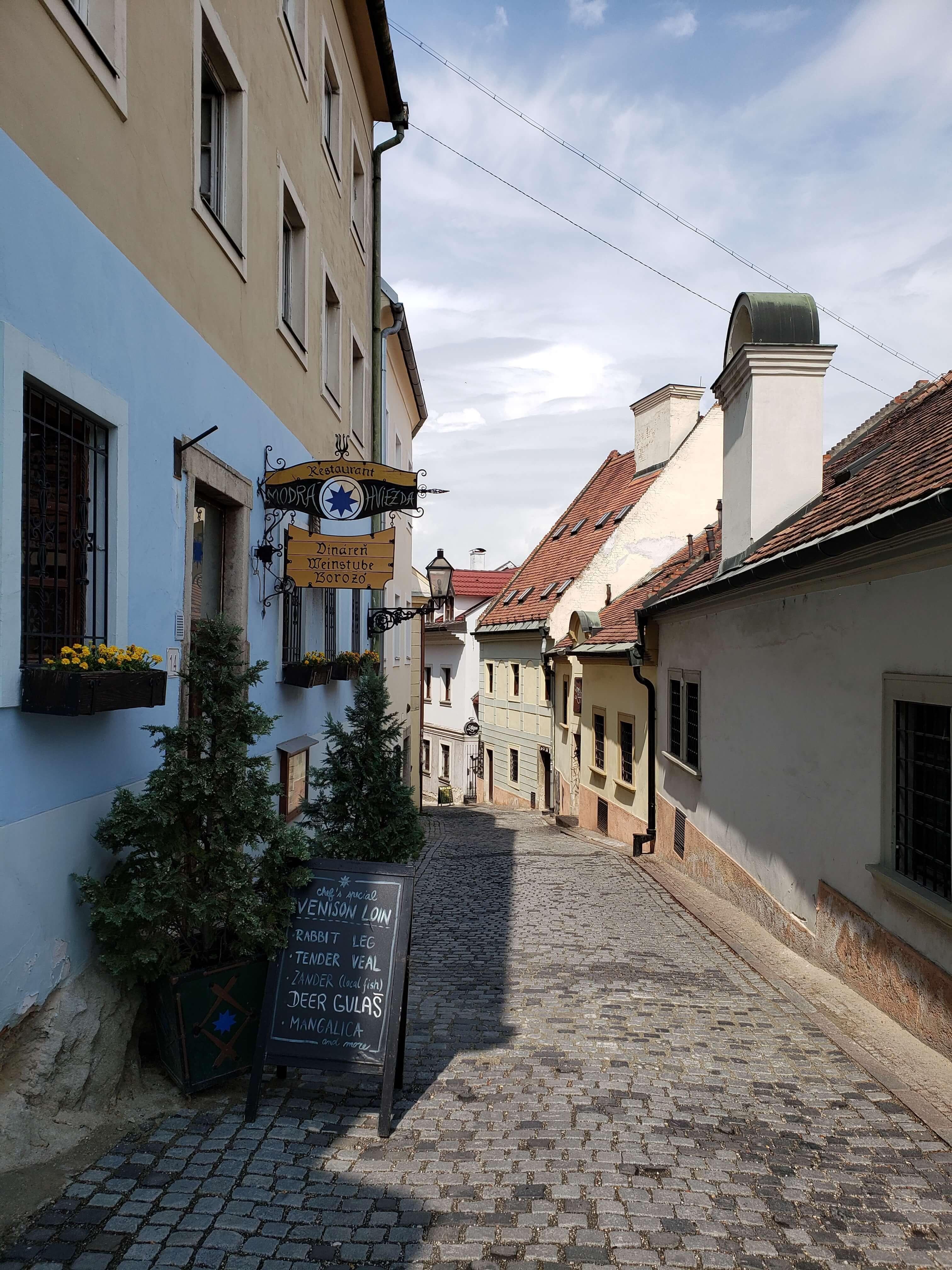Ruas a caminho do castelo de Bratislava