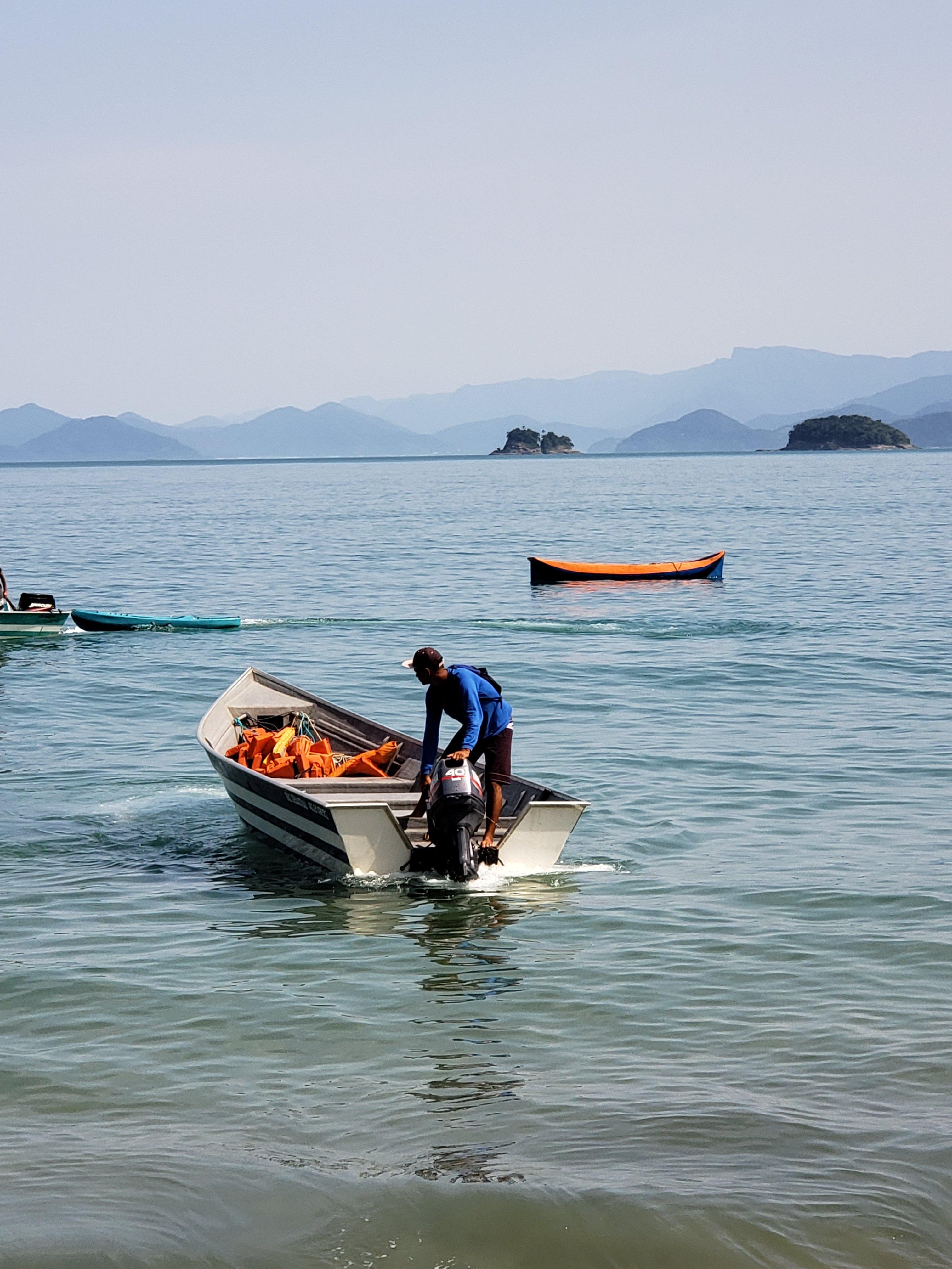 Barqueiro em Picinguaba