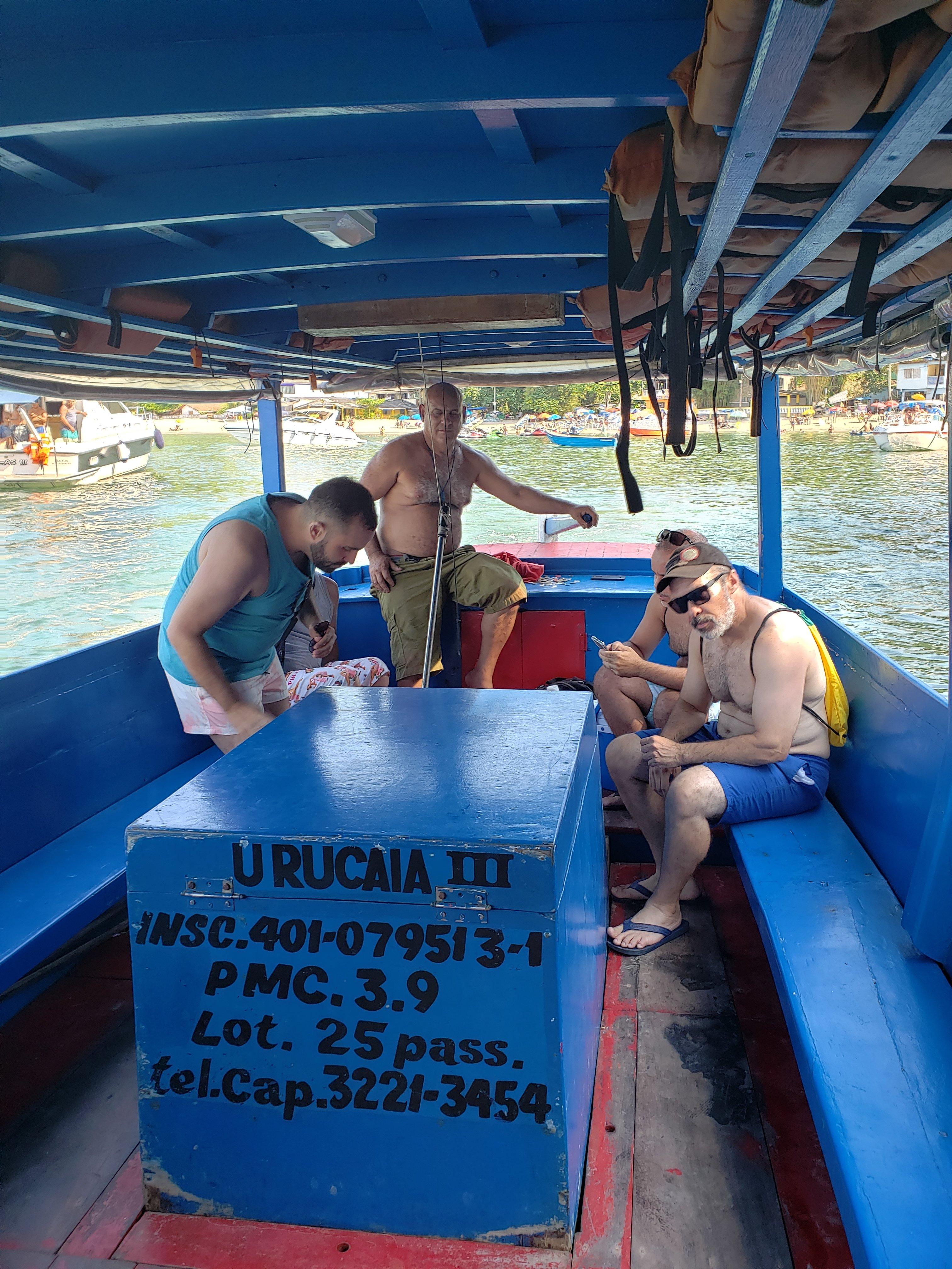 Barco para travessia para a Praia do Góes